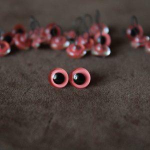 Глаза розовые