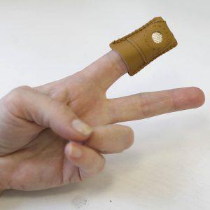 Наперсток кожзам с металлической пластиной